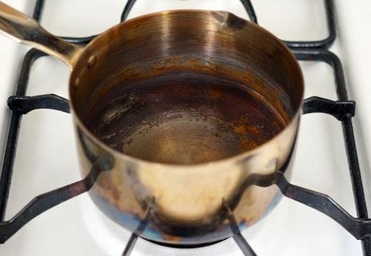 Kako brzo očistiti zagorelu šerpu?! - Saveti - Ana Vuletić | Recepti & Kuvar Online - Šta da kuvam danas?