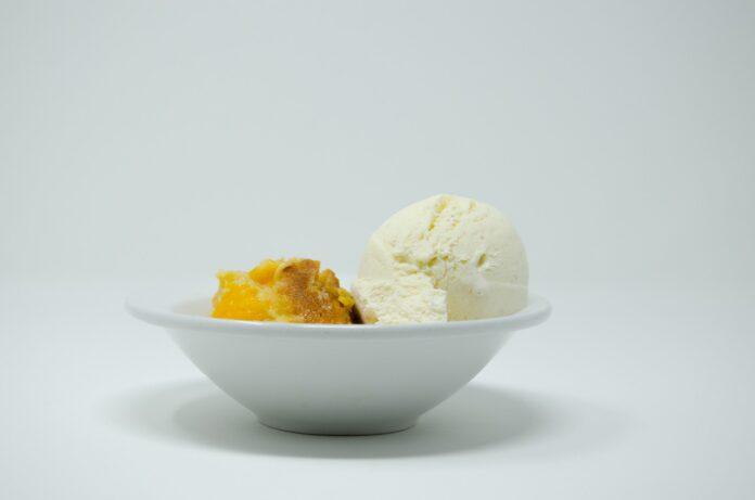 Sladoled od breskve - foto ilustracija Image by Amanda Whitlatch from Pixabay
