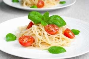 Špageti sa paradajzom i bosiljkom - Recepti i Kuvar online