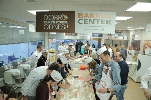 Obeležen svetski dan hleba - takmičene u izradi bageta - Recepti i Kuvar online
