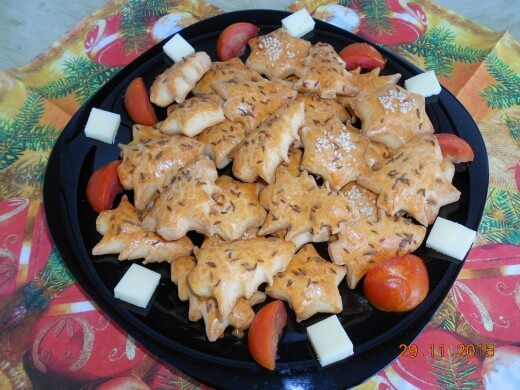 Novogodišnje jelkice i zvezde sa feta sirom i kimom - Slađana Bokić - Recepti i Kuvar online