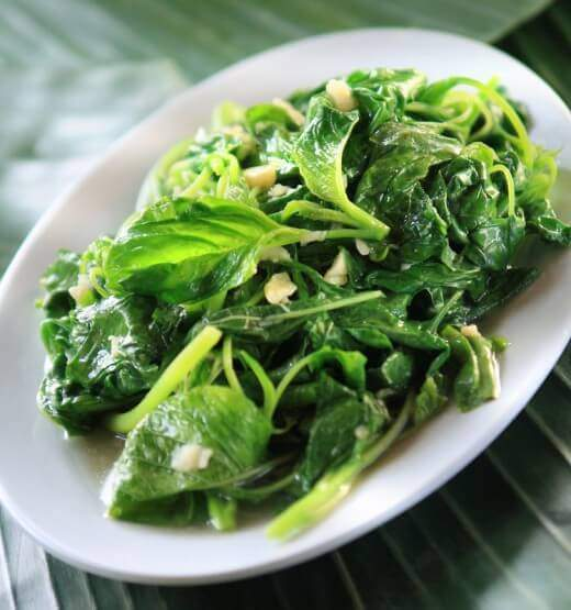 Jednostavan recept za brzi ručak - Spanać sa belim lukom - Recepti i Kuvar online