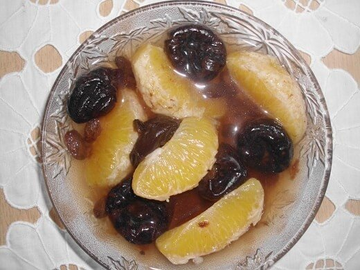 Hladan kompot od suvih šljiva, grožđa i narandže - Zorica Stajić