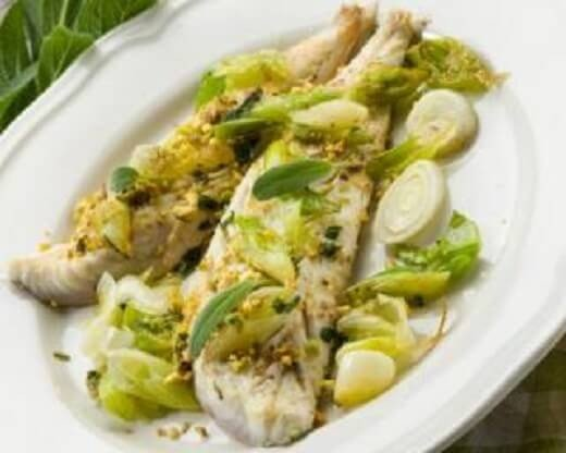 Hrono ručak - oslić sa pistaćima i prazilukom - photo Fourchette & bikini