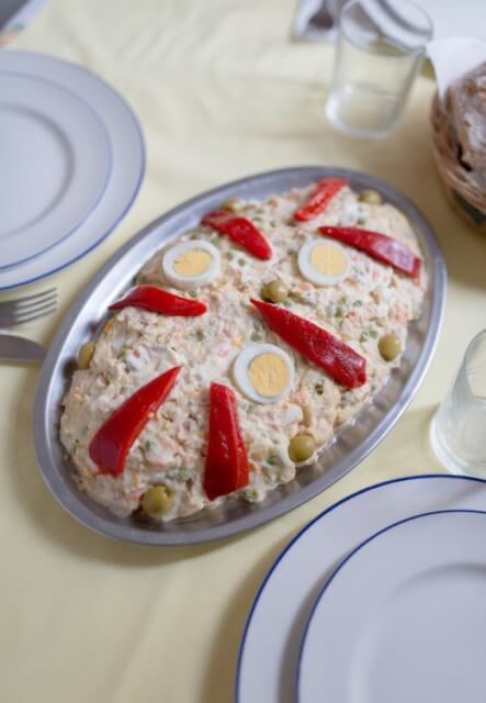 Pileća salata sa krompirom i kiselim krastavcima - Recepti i Kuvar online