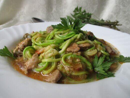 Gulaš sa špagetama od tikvica - Snežana Kitanović - Recepti i Kuvar online