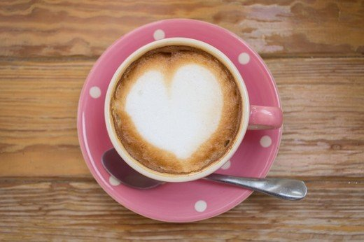 Naučnici kažu da dve šolje kafe na dan smanjuju šanse za srčani udar