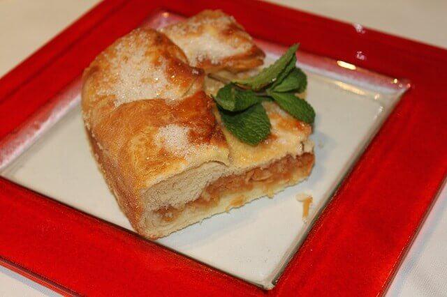 Pita sa kiselim jabukama posuta kristal sećerom i vanilom - Bojan Božić - Recepti i Kuvar online