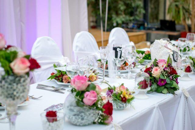 Načini dekoracije stola za svečanu večeru - umetnost za sebe