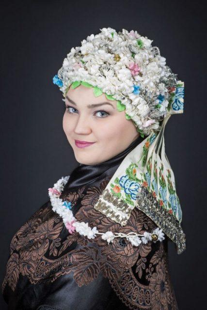"""Tatijana Staub - udajna nošnja - portret - """"Slovačka lepota"""" - Narodni muzej Zrenjanin"""