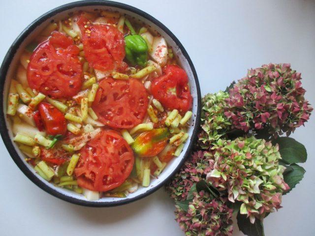 tepsija (ili na tepsiju - jelo od boranije, krompira, paprika i paradajza) - knjiga Tradicionalni recepti domaće srpske kuhinje