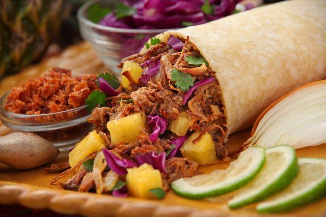 Meksička hrana: raj za sve gurmane: tortilja, limeta, luk, meso