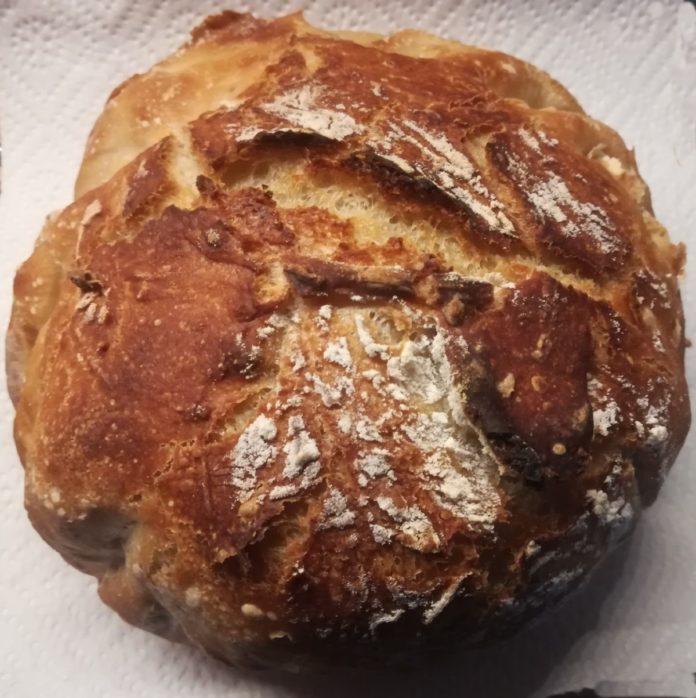 Domaći hrskavi hleb bez mešenja