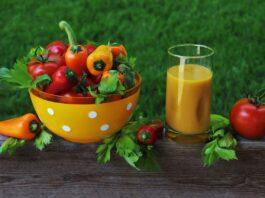 Sok od paprika i jabuka - foto ilustracija Image by pasja1000 from Pixabay